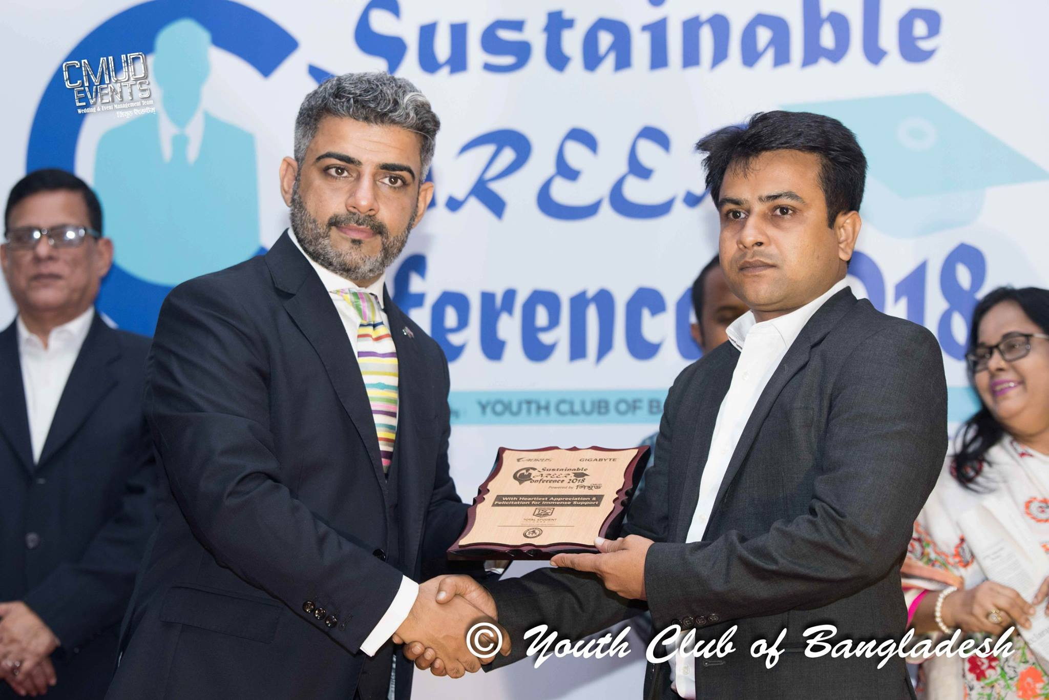 Youth Club Bangladesh, Sustainable Career Conference (01/09/2018) - Md Obayedullah Khan, Director of Operations of Total Student Care (TSC) with Kanbar Hossein Bor, British Deputy High Commissioner to Bangladesh